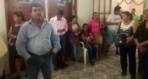 Buscan a alcaldesa de Acatlán, pero no los reciben, denuncian