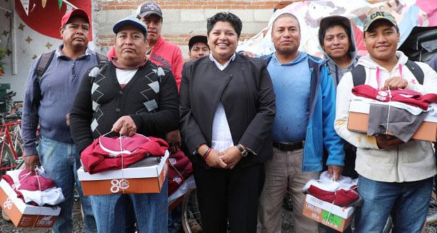 Entrega Pérez uniformes a 245 elementos de Servicios Públicos