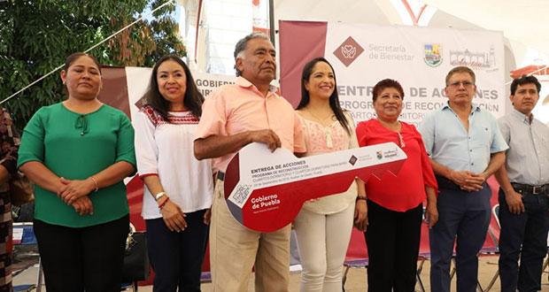 Entregan 40 acciones de vivienda a afectados en Acatlán en S-19