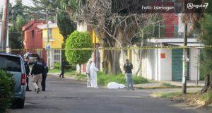 Hallan cadáver encobijado en Bosques de San Sebastián