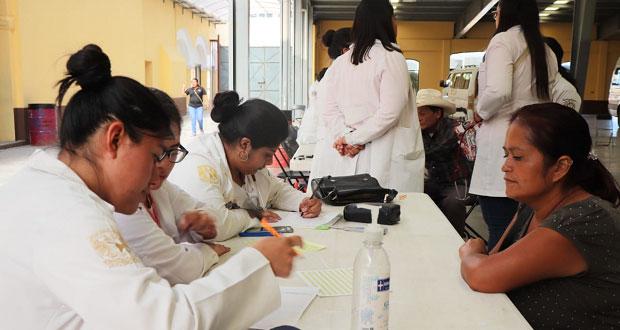 Médicos del IPN dan 500 consultas gratuitas a vecinos de Tepexi