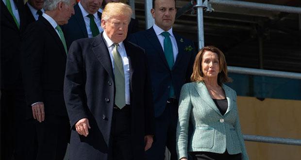 Pelosi anuncia investigación que inicia juicio político contra Trump