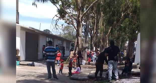 Padres limpian y arreglan escuela Gregorio de Gante en Colombres