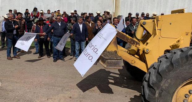 Rehabilitan carretera en Chignahuapan con mano de obra local; invierten 700 mp