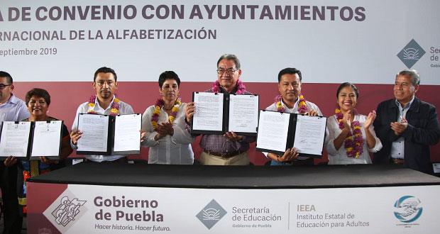 SEP e IEEA colaboran para disminuir analfabetismo en Puebla