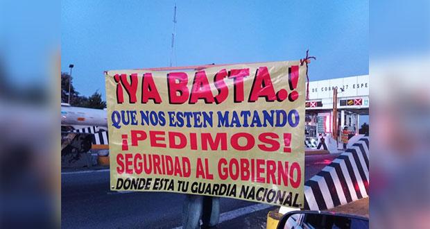 Transportistas toman caseta de Esperanza y cobran de 100 a 500 pesos