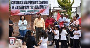 Comienza construcción de sanitarios en preescolar de Ixcaquixtla