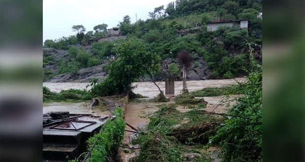Lluvias provocan desbordamiento en Mixteco y daños en cultivos