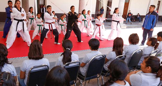 Presentan exhibición de Taekwondo en la Casa del Adolecente