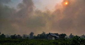 Cientos de incendios en Indonesia cubren de humo Singapur y Malasia