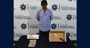 Detiene policía municipal de Puebla a hombre por robo a Oxxo