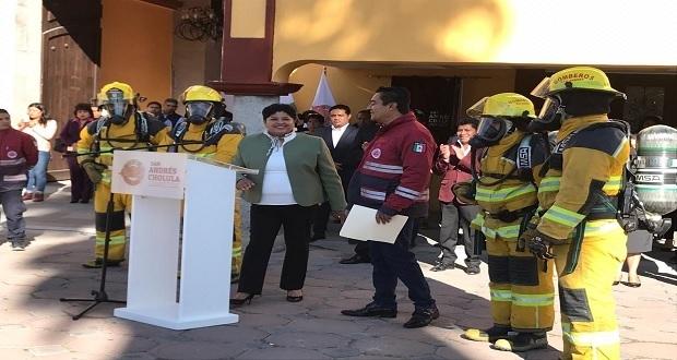 Pérez da 14 vehículos y coloca bando solemne por fiestas patrias