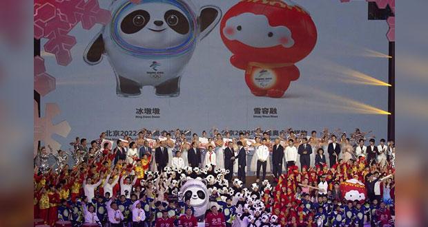 Un panda y un farol, mascotas de Olímpicos de Invierno Beijing 2022