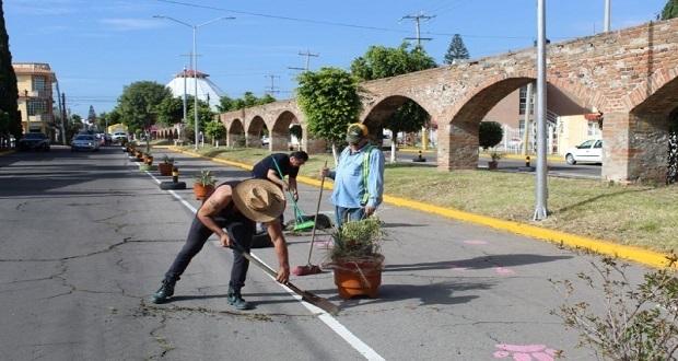 Comuna de Puebla barre calles y pinta inmuebles en Mayorazgo
