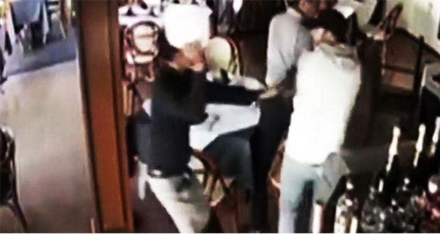 """Con """"platazo"""", mesero frustra robo en restaurante de Guadalajara"""