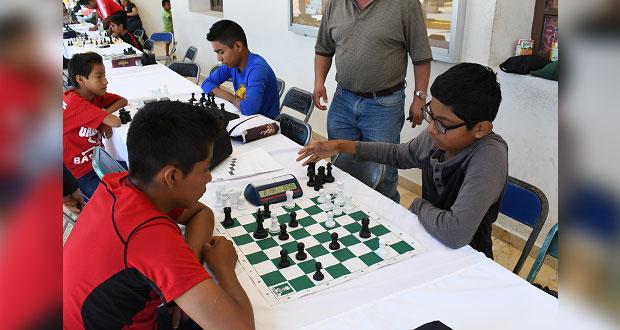 En Ahuatempan, niños y jóvenes ejercitan mente con torneo de ajedrez