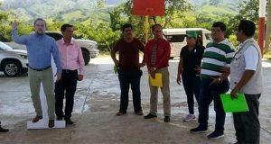 Alcalde de Chiapas manda doble de cartón a eventos oficiales