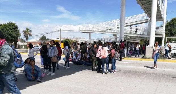 Alumnos en Tehuacán protestan contra alza a tarifa del transporte