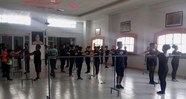 En Atlixco, Movimiento Antorchista inicia a niños en danza clásica