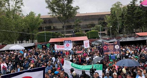 Campesinos y trabajadores de UNAM bloquean Cámara de Diputados
