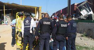 Choque entre autobús y tren deja nueve muertos en Querétaro