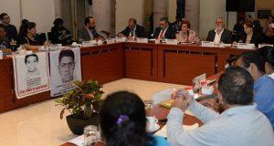 Comisión para caso Ayotzinapa pide a fiscal especial informar avances