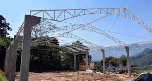 Construyen techado en primaria de Huitzilan de Serdán
