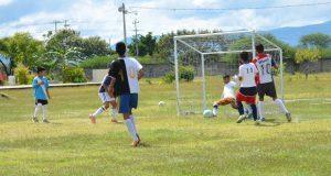 Deportivo en Izúcar celebra torneos entre equipos de beisbol y futbol