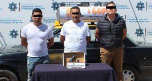 Detienen a 3 hombres por portación ilegal de arma de fuego en Puebla