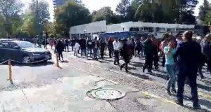 Director de prepa Calderón acarrea a alumnos para mitin de Esparza, exhiben