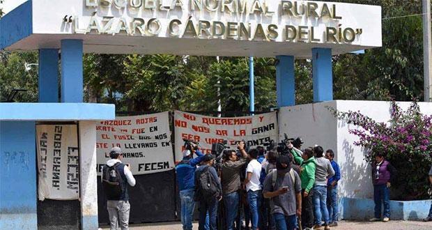 Con plazas, normalistas de Edomex liberan 65 camiones con choferes