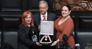 Ibarra encarga a AMLO medalla hasta saber verdad de desaparecidos