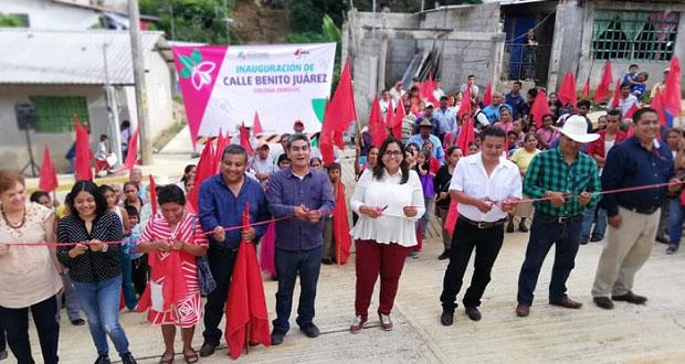 Inauguran electrificación y pavimentación en Ávila Camacho, Xicotepec