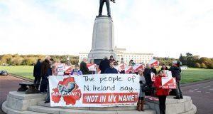 Irlanda del Norte legaliza aborto y matrimonios igualitarios