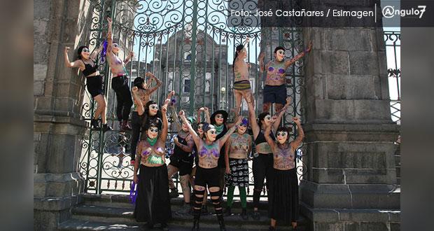 """Religiosos aparecen en """"Marcha de las putas""""; ellas exigen alto al machismo"""