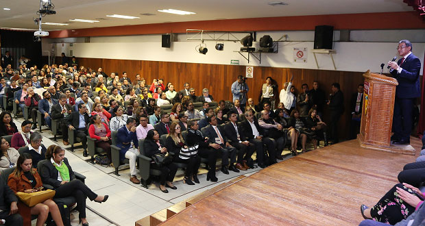 Van a congreso 30 Normales de Puebla para mejorar condiciones