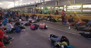 Migrantes toman puente fronterizo de Matamoros; EU lo cierra