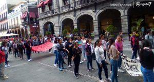 Normalistas de Teteles se van a paro y marchan; exigen mejorar instalaciones