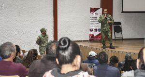Dan taller sobre refugios temporales a Comuna de Cuautlancingo