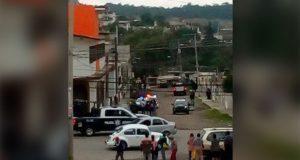 Vecinos de Clavijero intentan liberar a 2 detenidos por balacera