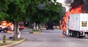 """En Culiacán, balaceras y fuga de reos por """"detención"""" de hijo de El Chapo"""