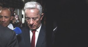 Vinculan a proceso a expresidente de Colombia por fraude y sobornos