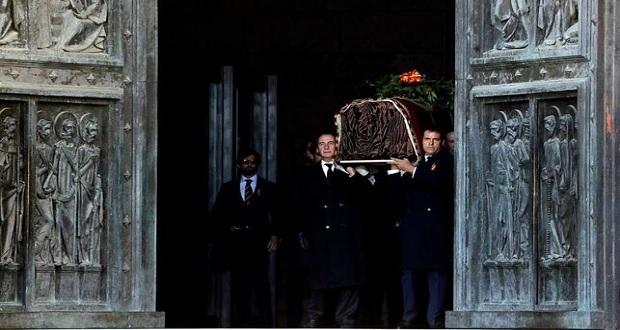 Exhuman restos del exdictaro español Francisco Franco