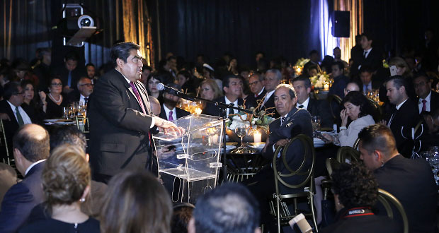 """Medios deben """"autorregularizarse"""" para mejorar su labor: Barbosa"""