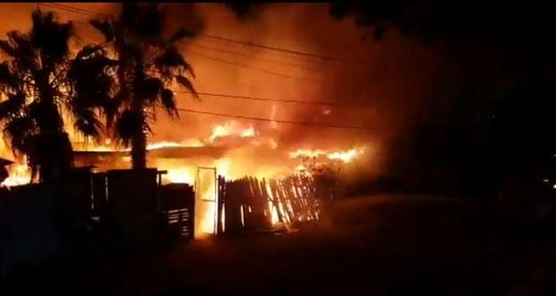 Incendios azotan a Baja California y California, Estados Unidos