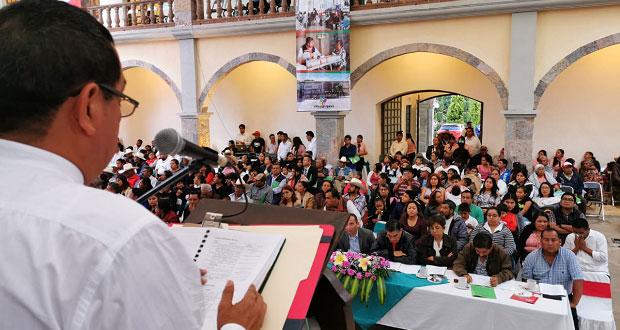 Obras y apoyos a población, destaca edil de Ahuatempan en 1er informe