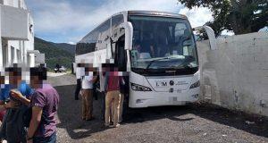 Más de 90 migrantes son rescatados en la autopista Puebla-Veracruz