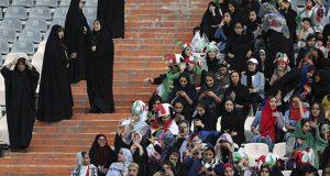 Por 1ra vez en 40 años dejan entrar a mujeres de Irán a estadios