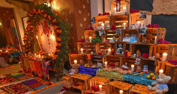 Concursos de ofrendas y calaveritas, en Ahuatempan por Día de Muertos