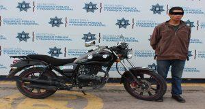 Detienen a un hombre en Bosques por haber robado una motocicleta